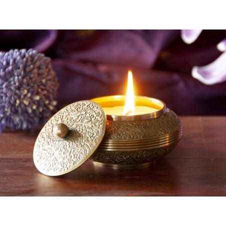 Sojos žvakė žalvariniame inde Maylo