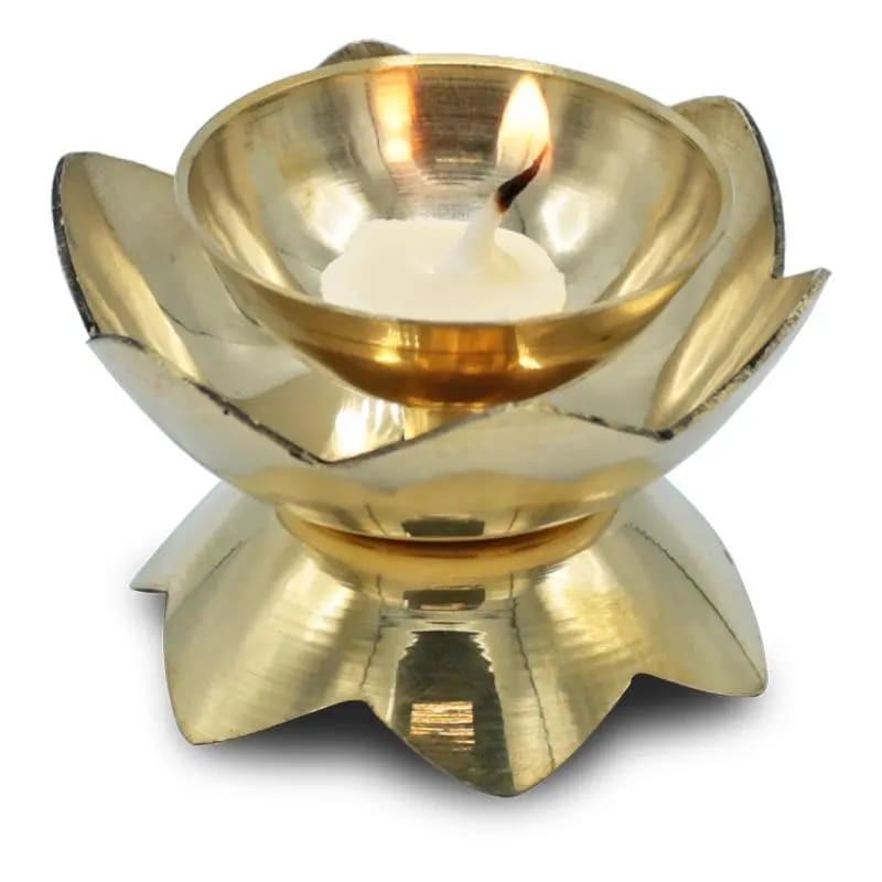 Rytietiška žalvario žvakidė Diya